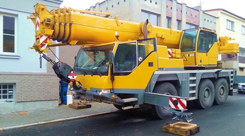 Doprava instalace venkovní vířivky na špatně přístupné místo - použití jeřábu