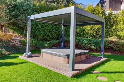 Delphina zastřešená vířivá vana na zahradu v polozapuštěné variantě - Spa Studio