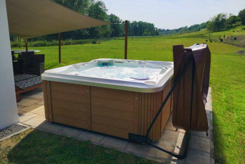 Intimní vířivka - Canadian Spa International® - Designové venkovní vířivky a sportovní plavecké swim spa - Spa Studio