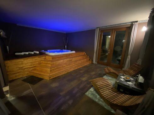 Zeštíhlující vířivka Corall - Canadian Spa International® - intimní masážní vířivé bazény Spa-studio.cz