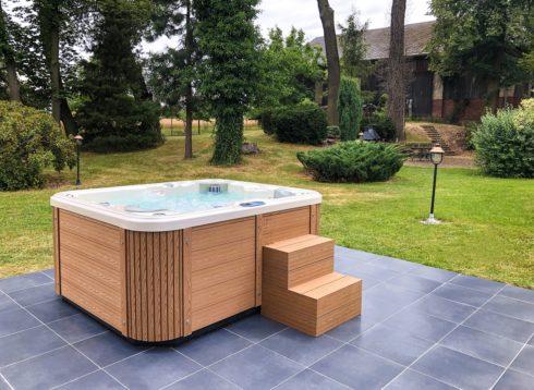 Corall venkovní vířivka na terase - Canadian Spa International® luxusní opláštění Lacan TT - vířivé bazény Spa Studio