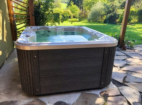 Canadian Spa International® - hot tub Puerla. Garden whirlpool can be used all year round.