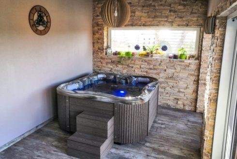 Nemo Excellence - prémiová masážní vířivá vana na venkovní terasu i do interiéru