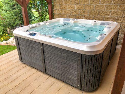 Zeštíhlující vířivky Canadian Spa International® - intimní vířivá vana Delphina New. Spa-studio.cz - vířivé bazény