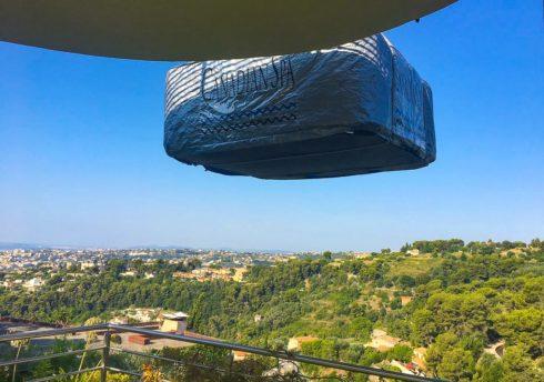 Transport vířivé vany jeřábem na terasu - Spa Studio