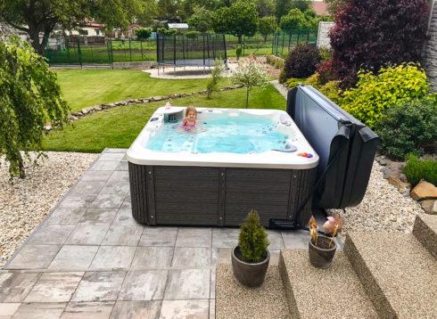 Canadian Spa International® Rodinné vířivé bazény od firmy Spa Studio