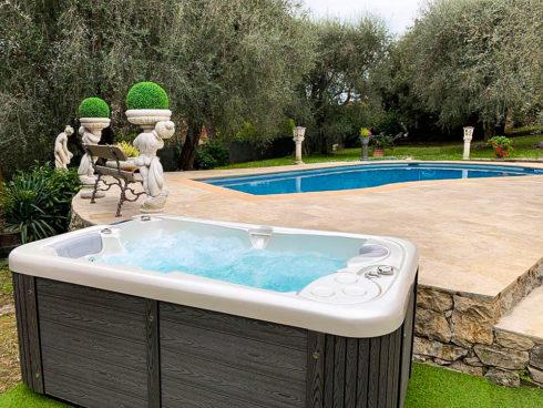 Intimní masážní vířivka na zahradu pro celoroční použití - model Lara Mini New - Canadian Spa International®