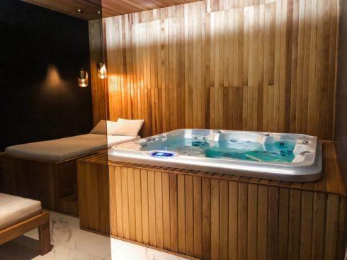 Rodinná vířivka Delphina 3gen - Canadian Spa International® do interiéru i pro venkovní použití - Spa-studio