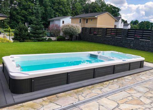 Kombinace plaveckého swim spa s protiproudem a masážní vířivé vany - model Nautilus XXL od Canadian Spa International®
