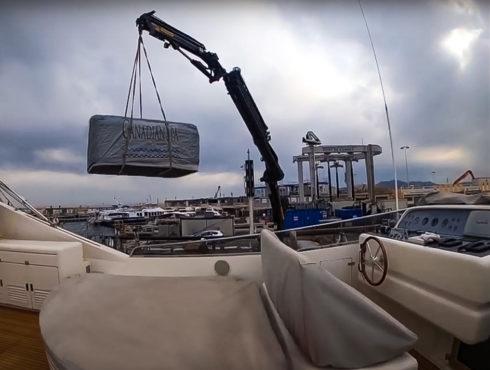 Transport, naložení luxusní masážní vířivky Canadian Spa International® na jachtu - Spa-Studio