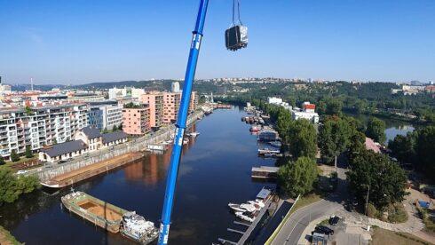 Instalace vířivé vany Canadian Spa International® jeřábem na střešní terasu - Spa Studio, Praha - Holešovice, Marina Island