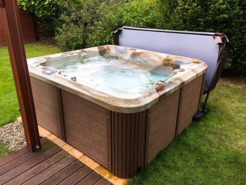 Canadian Spa International® - Zahradní rodinná vířivka Delphina New v luxusním provedení skeletu Mediterane - Spa Studio - vířivé bazény, intimní vířivky a sauny