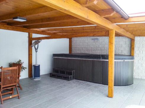 Swim spa Beluga by Canadian Spa International®