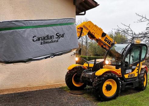 Spa Studio - přeprava vířivé vany Canadian Spa International® - instalace na zahradní terasu