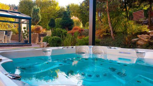 Rodinná vířivka Delphina Royal Vision - Canadian Spa International® - zeštíhlující vířivá vana od Spa-studio.cz - vířivky, vířivé bazény a sauny