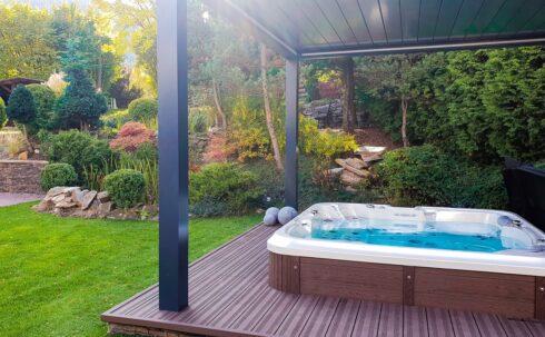 Luxusní rodinná venkovní vířivka na terasu Delphina Royal Vision - Canadian Spa International® Intimní vířivky Spa Studio.