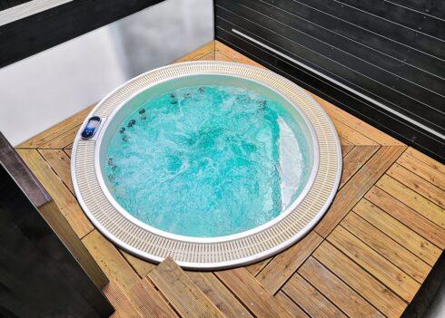 Kruhová vířivka Enna od Canadian Spa International® - luxusní masážní vířivky Spa Studio