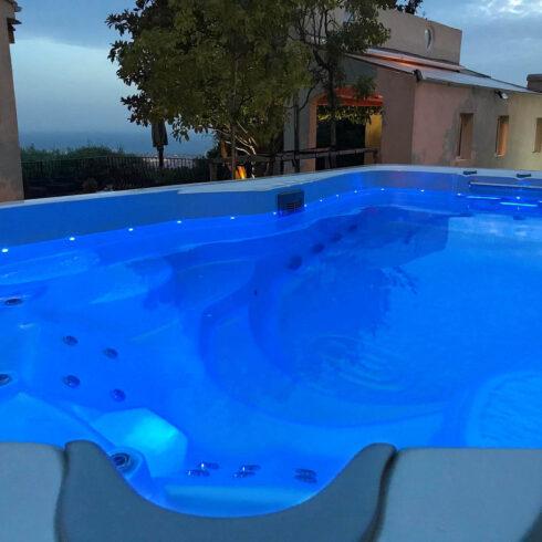 Spa Studio - plavecké swim spa s protiproudem. Swim spa Mollus - Canadian Spa International®