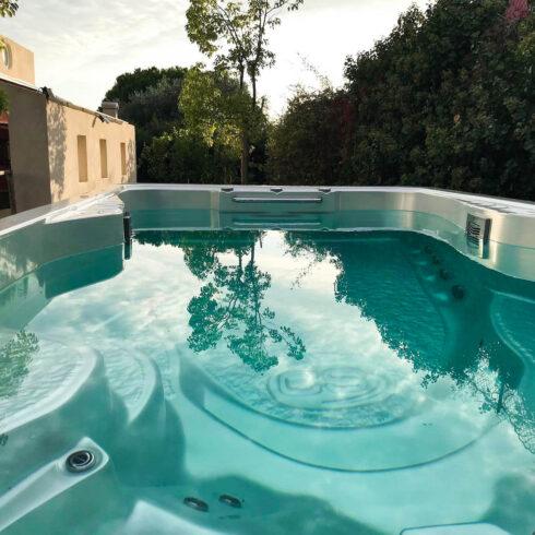Vířivé bazény Spa Studio - sportovní plavecké swim spa s protiproudem. Swim spa Mollus od Canadian Spa International®