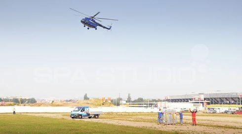 Přeprava, manipulace vířivky na střechu - vrtulník