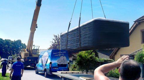 Instalace venkovní vířivky Swim Spa Nautilus XXL - přemístění jeřábem