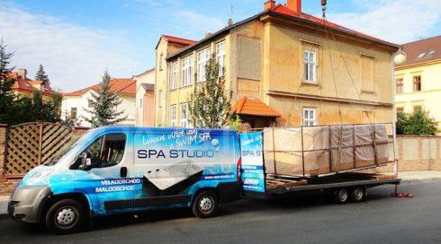 Manipulace - přeprava jeřábem Swim Spa Beluga Canadian Spa
