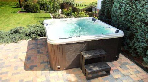 Spa Studio rodinná venkovní vířivka na zahradu Delphina - Canadian Spa International®