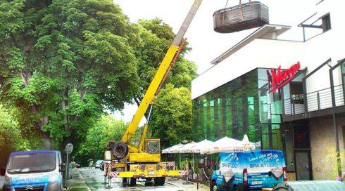 Swim Spa Beluga - manipulace vyzdvihnutí vířivky na střechu
