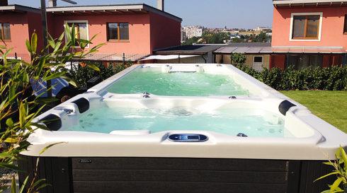 Venkovní vířivá vana a plavecké swim spa Nautilus XXL Canadian Spa International®