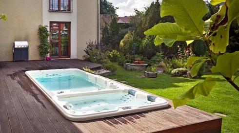 Canadian Spa International® venkovní vířivka a swim spa na terase Nautilus XL