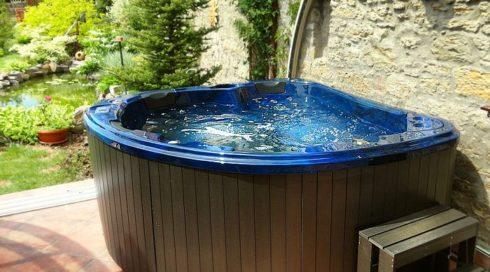 Spa Studio - intimní vířivky do soukromí vlastní zahrady. Vířivka Morpheus - Canadian Spa International®
