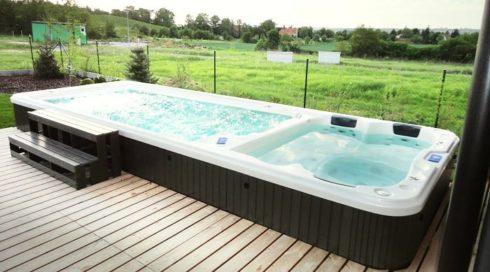 Zapuštěné plavecké swim spa s protiproudem na terase - Nautilus XL - Spa Studio